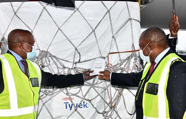 Cyril Ramaphosa and David Mabuza receiving South Africa's first consignment of Covid-19 vaccine from the Serum Institute of India. Pic: GCIS (CC BY-ND 2.0)