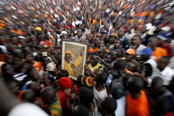 Raila Odinga supporters in 2007. Pic: Demosh (CC BY 2.0)