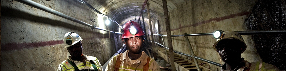 SOUTH AFRICA Johannesburg: Miners in a gold mine. Sven Torfinn / Panos