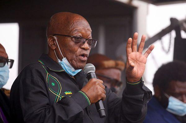 Jacob Zuma speaks to supporters in Nkandla, 4 July 2021. Pic: Rogan Ward / Reuters / Alamy