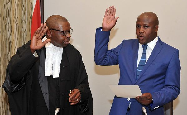 Judge John Hlophe swearing in Minister Bongani Bongo in October 2017. Pic: GCIS (CC BY-ND 2.0)
