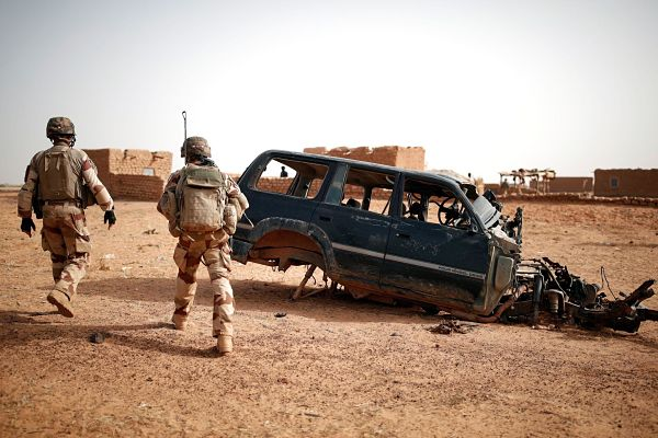 French Operation Barkhane soldiers on patrol in Inaloglog, Mali. Pic: Benoit Tessier / REeuters / Alamy