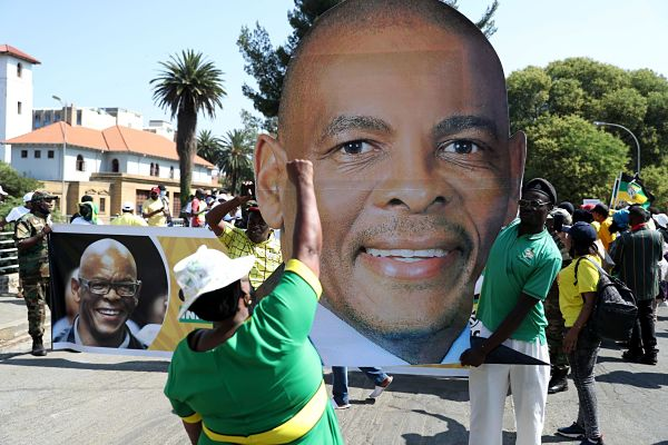Ace Magashule supporters at Bloemfontein high court, November 2020. Pic: Siphiwe Sibeko / Reuters / Alamy