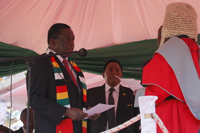 President Emmerson Mnangagwa is sworn in by Chief Justice Luke Malaba. (Xinhua/Zhang Yuliang)