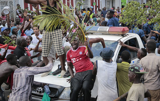 Demonstrators celebrate as they surround a police truck in Bujumbura on 13 May 2015. (AP Photo/Berthier Mugiraneza)